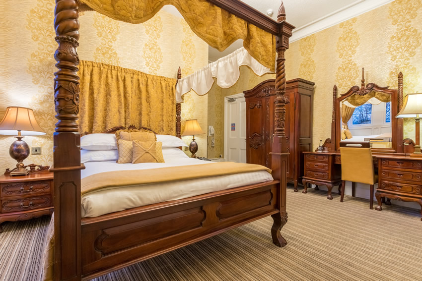 Feature Rooms at Hunday Manor Hotel